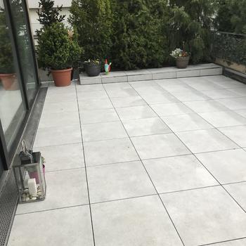 Terrasse aus 60/60/2cm Feinsteinzeug